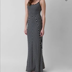 🆕NWT olive & Oak maxi dress black & white size M